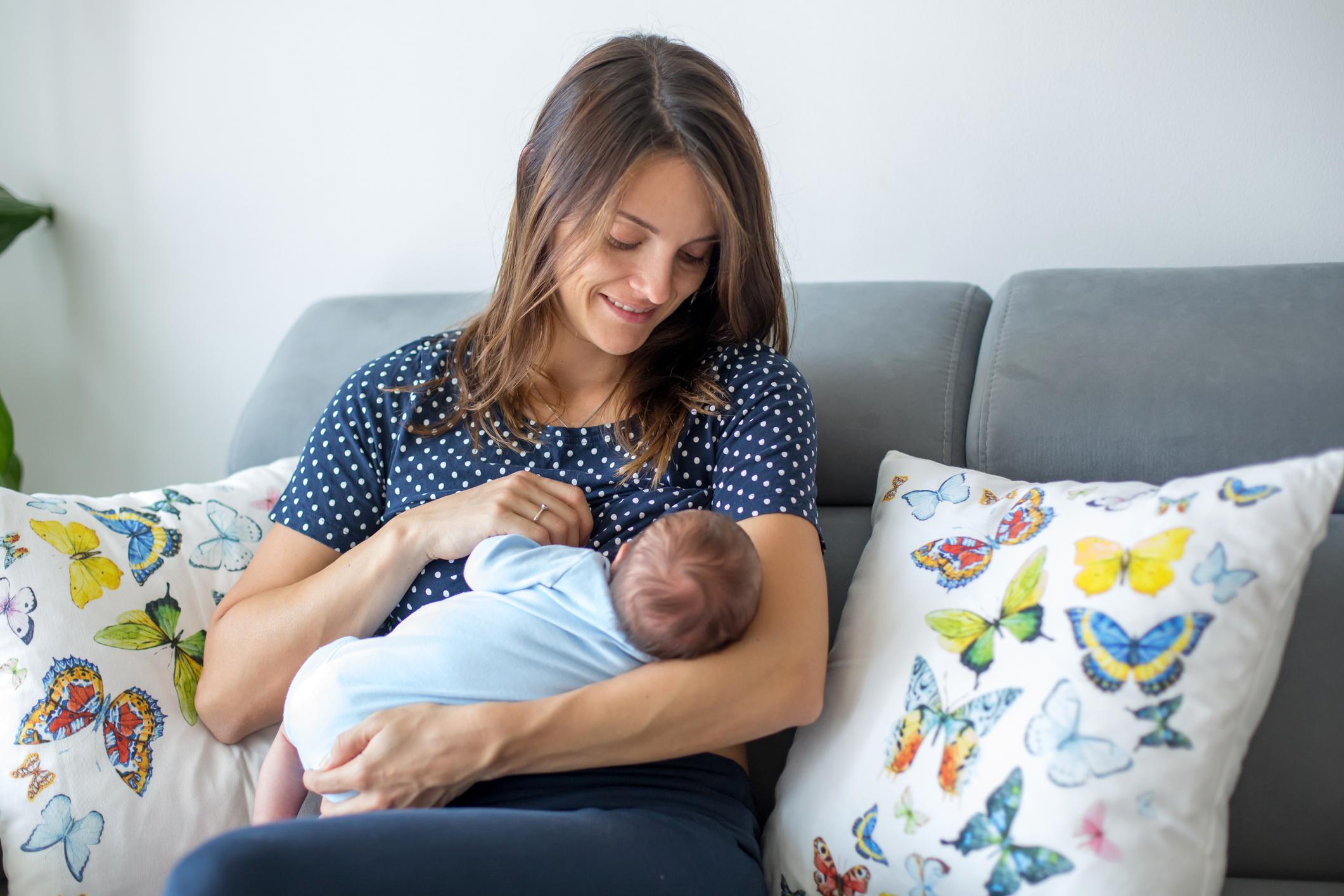 A amamentação é um ato de fundamental importância tanto para o bebê, quanto para a mãe. Mas, pelo ganho de peso na gravidez, algumas mulheres optam por iniciar uma dieta restritiva