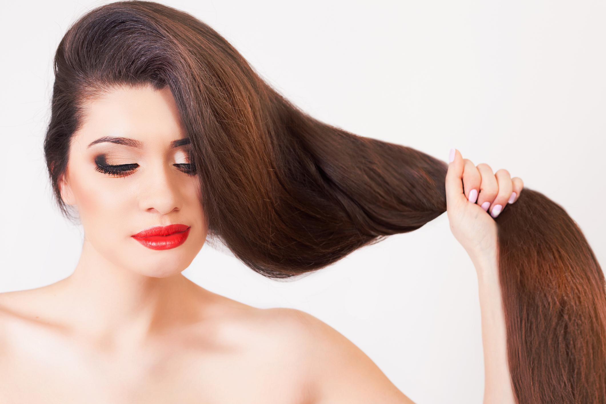 O desejo de toda mulher é ter cabelos sedosos e brilhantes. Para entender o processo da origem dos fios fortes e saudáveis é fundamental saber como funciona o couro cabeludo.